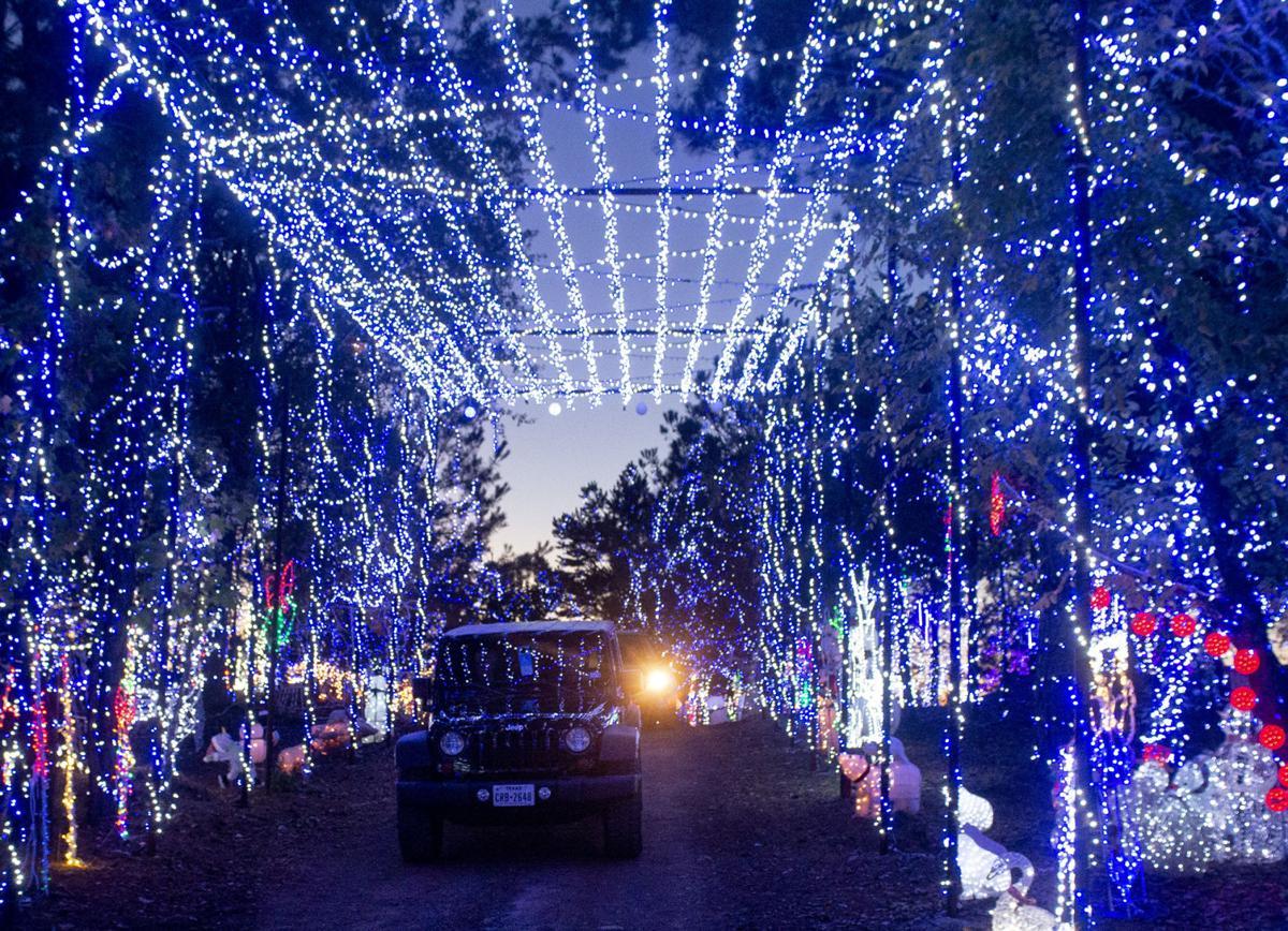 Carmela S Mini Santa Land In Longview Lights Up The Holidays Play