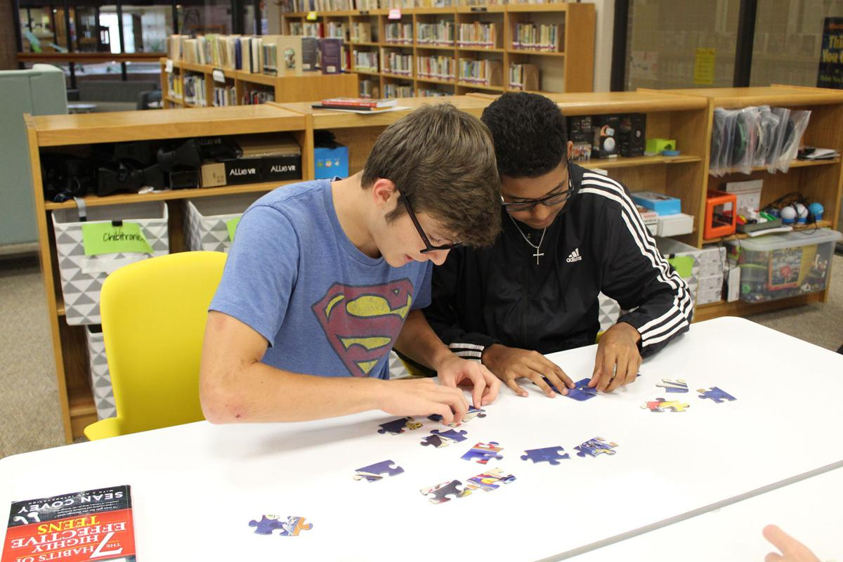 Course teaches White Oak Middle School students leadership, financial responsibility