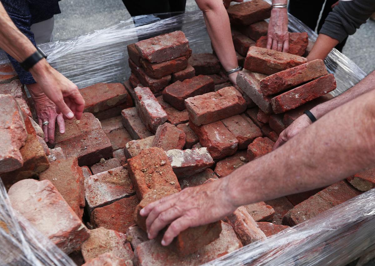 CDP 0517 Uhall Brick 125