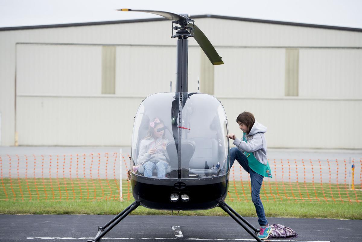 LNA 10112015 girl scouts aviation 3