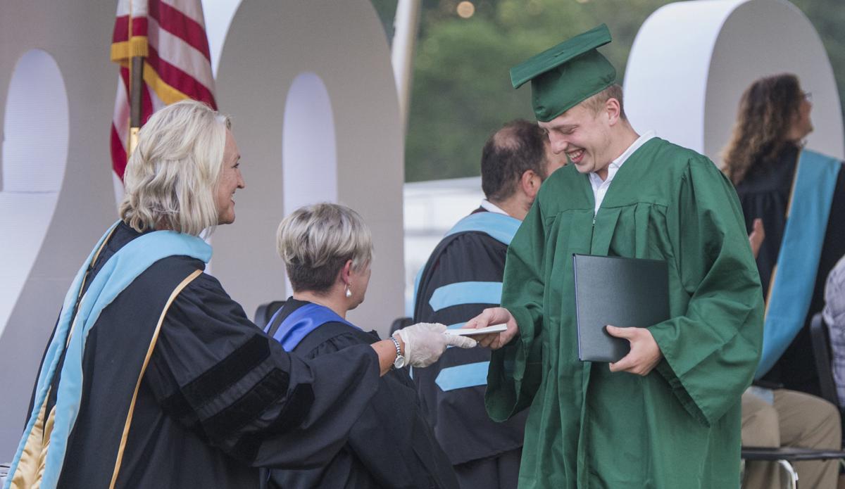 Photo: emx_20200625_nct_news_graduation_p16