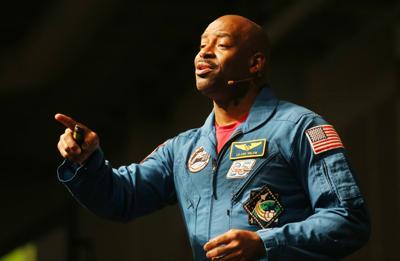 hr astronaut 081219 p01