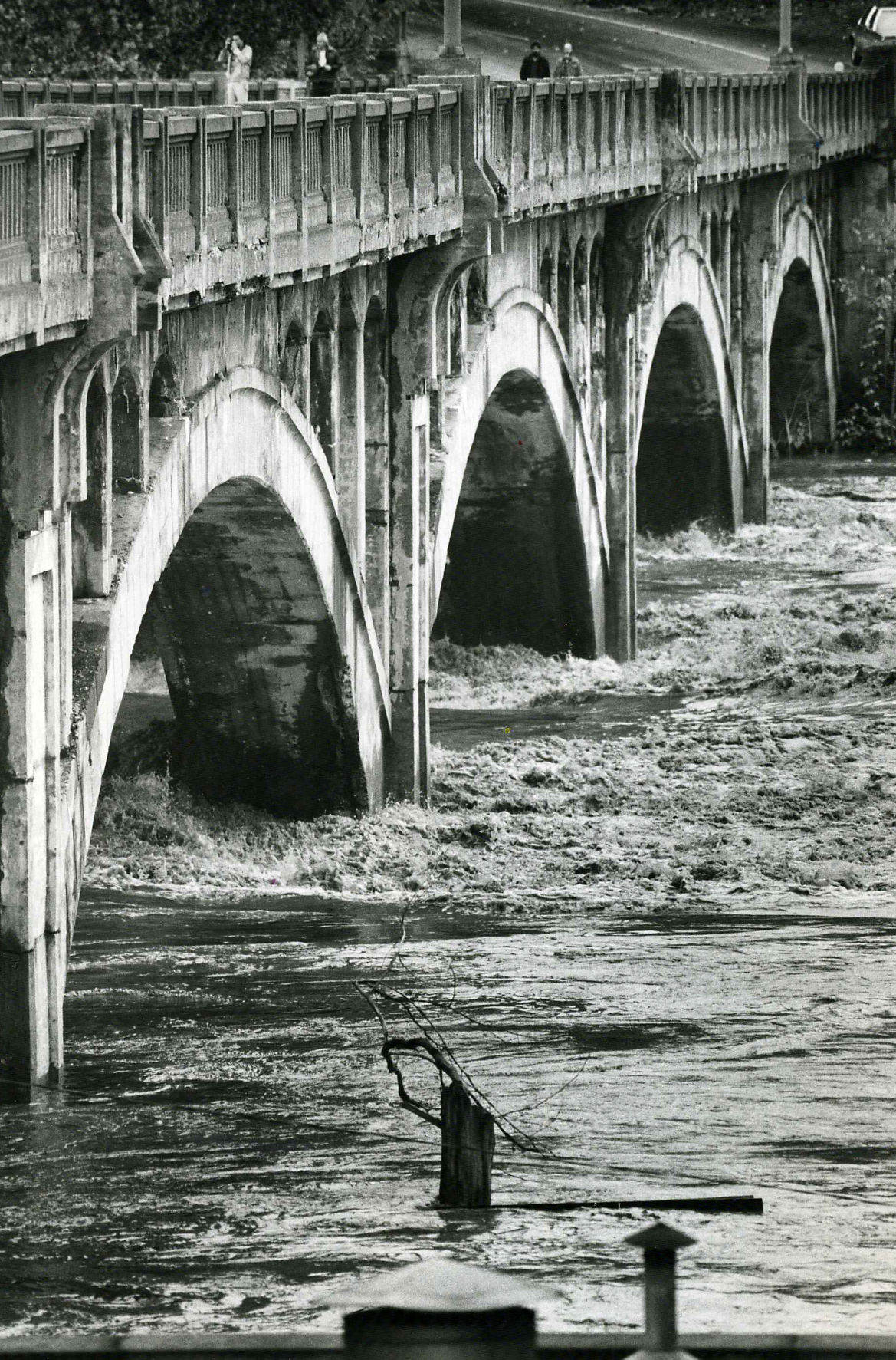 1985-11-05 Flood of 1985 - 9