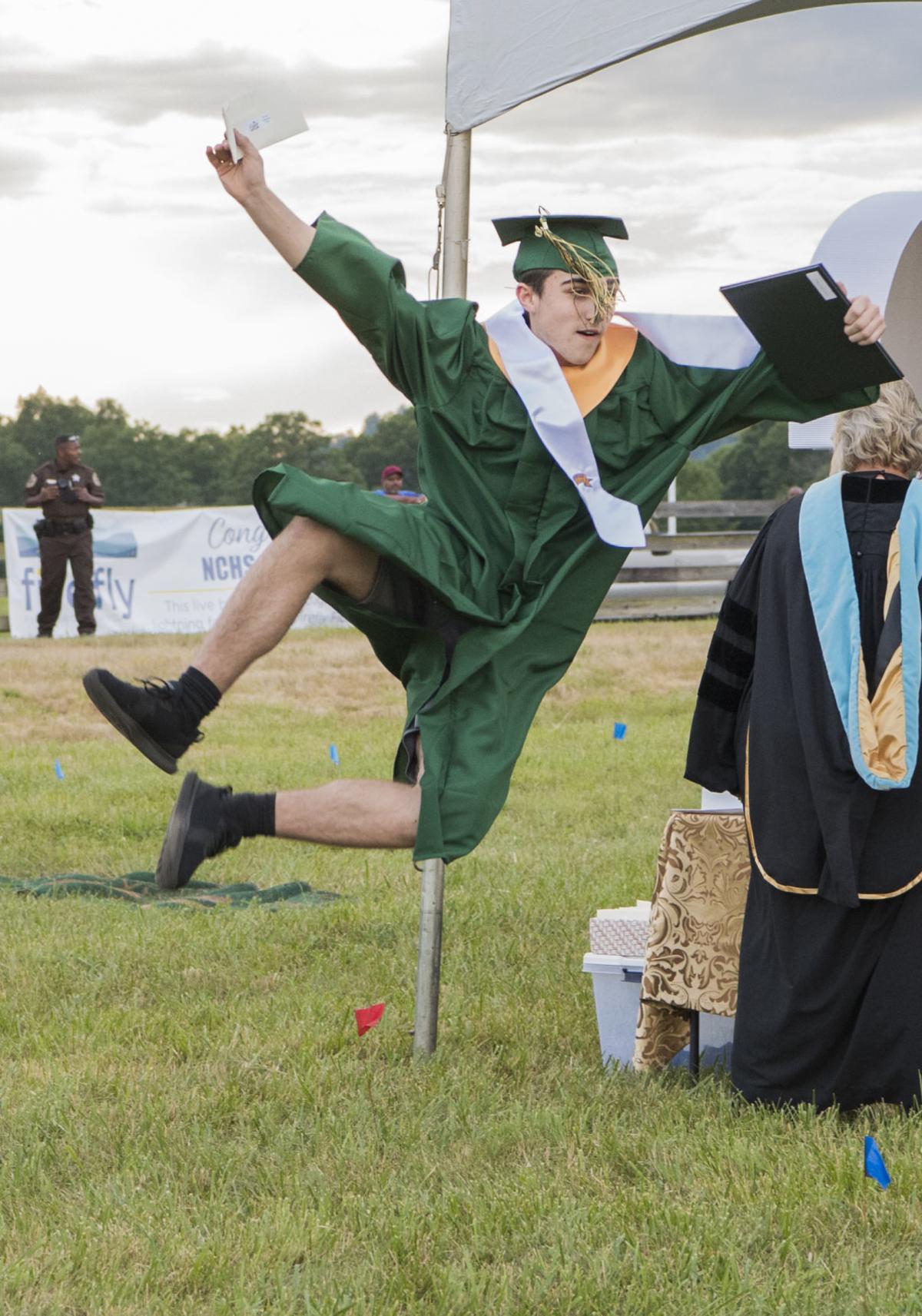 Photo: emx_20200625_nct_news_graduation_p1