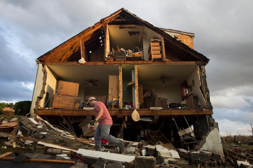 Appomattox Tornado Kills 1 Injures 7 Creates Damage For