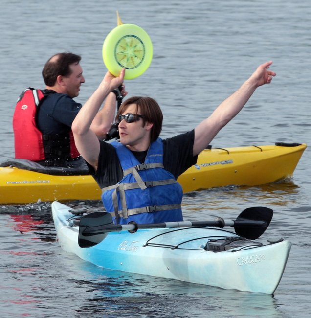 Kayaks and canoes add new twist to traditional Frisbee game