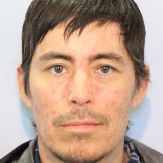 Fairbanks man escapes police custody in Fort Yukon