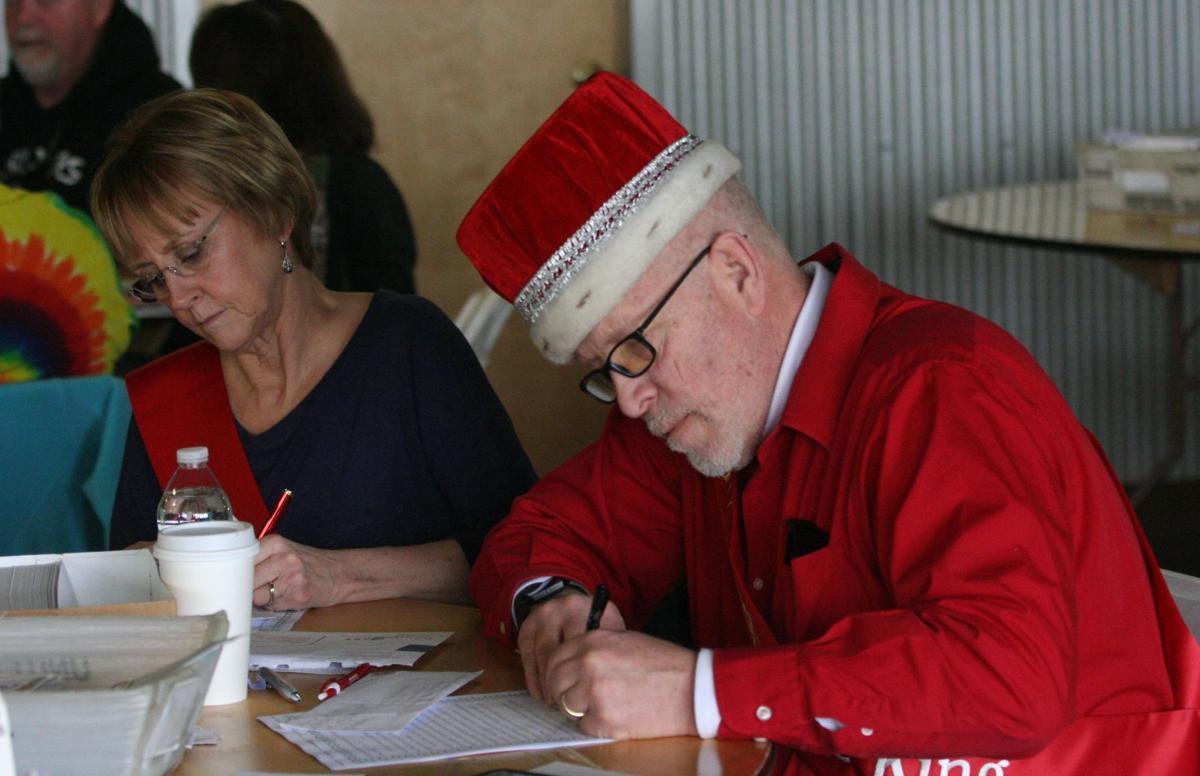 Volunteer elves dig into backlog of 10000 plus letters to santa volunteer elves dig into backlog of 10000 plus letters to santa claus spiritdancerdesigns Images