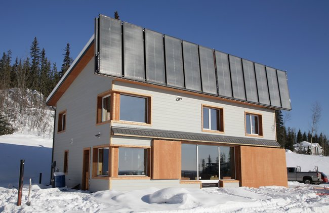 Builder uses solar power to heat Fairbanks home in the winter ... on