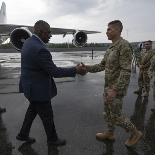 U.S. Defense Secretary in Fairbanks to meet with Alaska military leaders