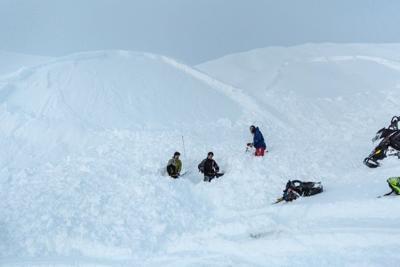 Fairbanks man survives avalanche