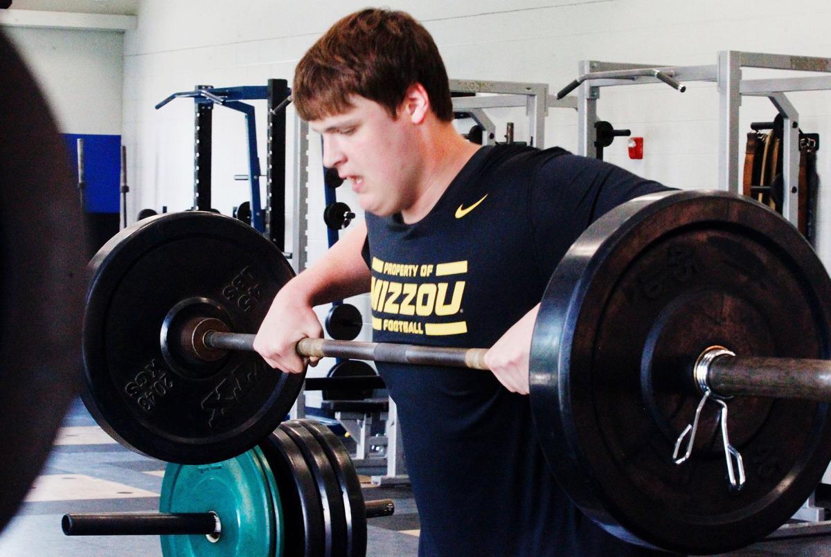 Lawrence prepares for college football | Sports | newspressnow com
