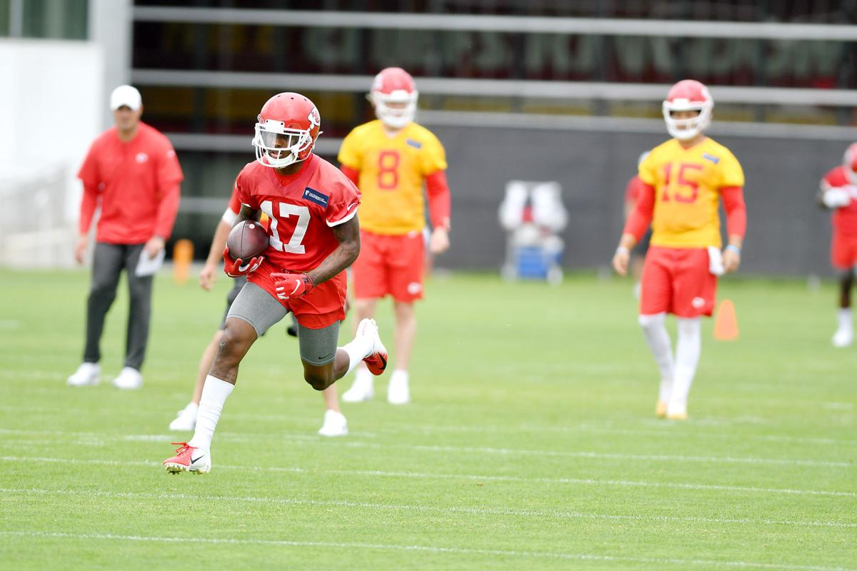 finest selection 196dc 4d309 Well-rounded draft class shows early promise for Chiefs ...