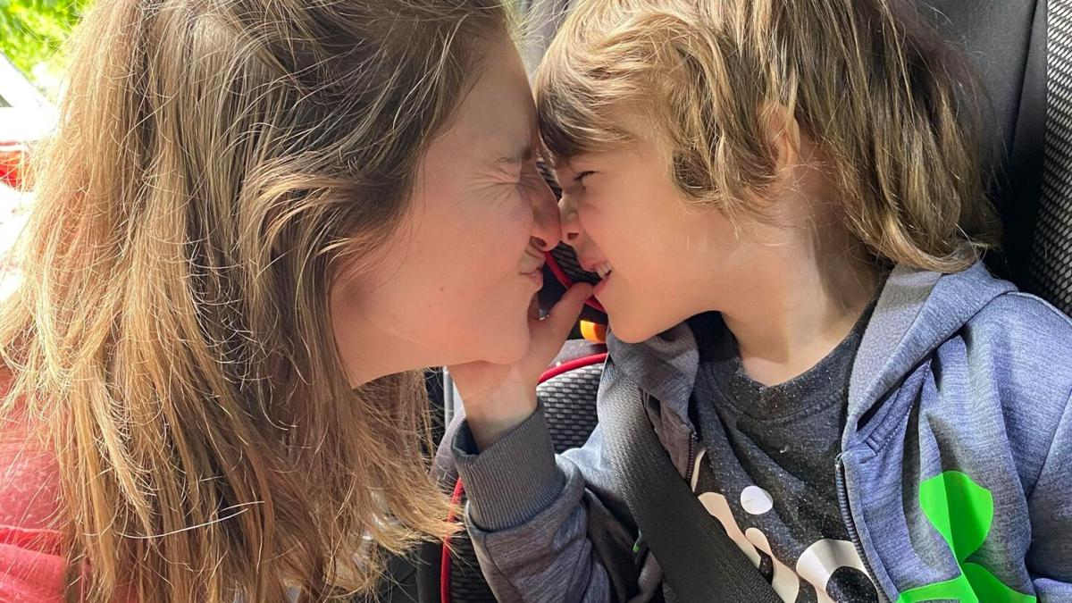 Attachment parenting forms special bond with kids