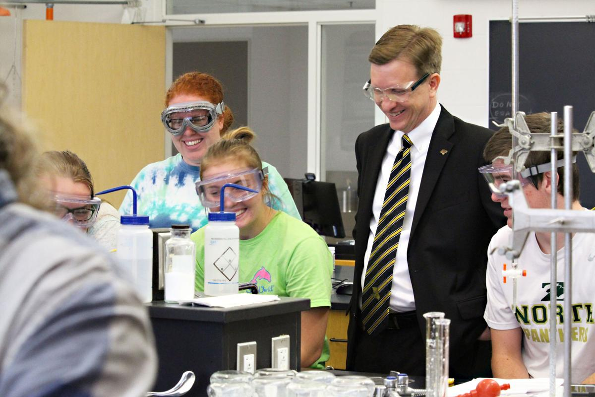 Matt Wilson meets with Missouri Western students in a chemistry lab