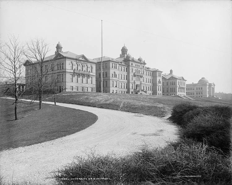 McMicken Hall 1904 : Jenell Chapel FB.jpg