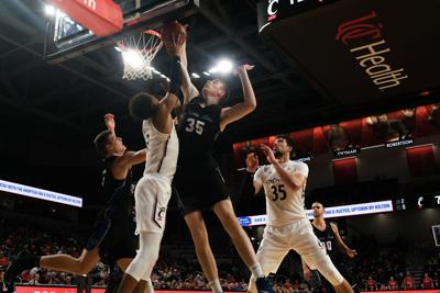 UC MBB Scrimmage (11 of 14).jpg