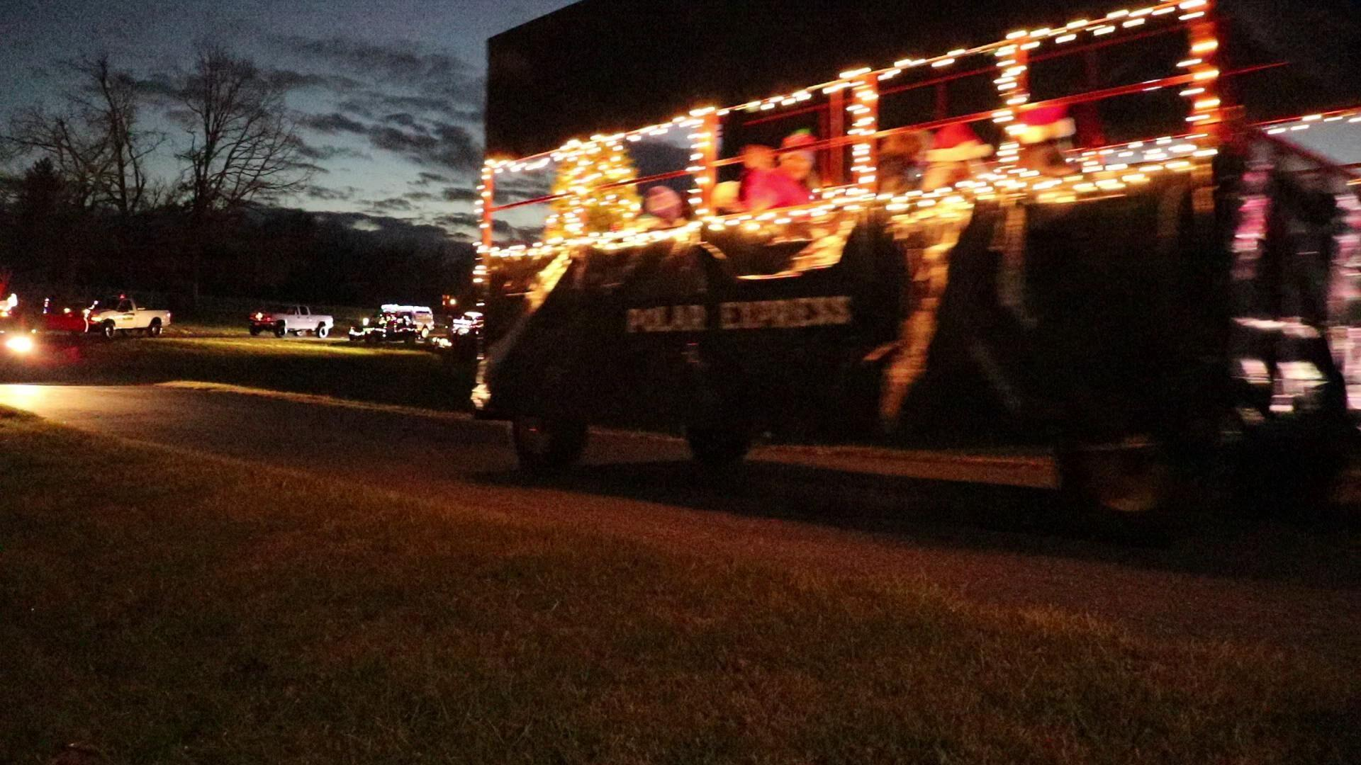 Grottoes Christmas Parade 2021 Watch Now Williams Brothers Tree And Lawn Service Mobile Christmas Parade Brings Joy To Participants Watchers Local News Newsvirginian Com