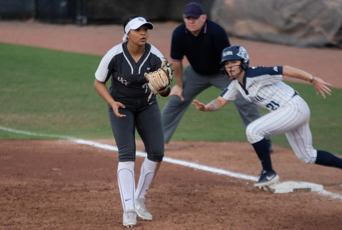 UCF women's softball comes out strong in doubleheader 9