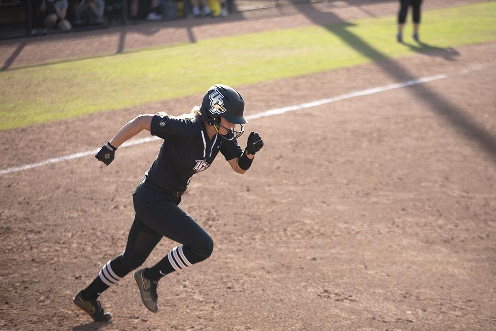 UCF softball sweeps Florida Atlantic University with 10-0