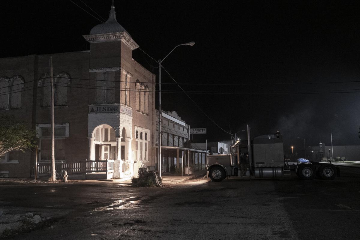 – Fear the Walking Dead _ Season 5, Episode 11 – Photo Credit: Van Redin/AMC
