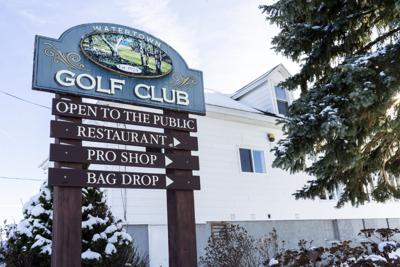 Council blamed for golf 'mess'