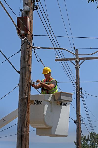 Cuomo urged to halt fiber optic fee
