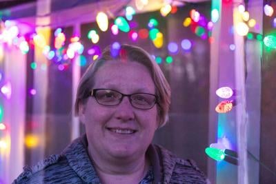 Artist urges others to put holiday lights back up
