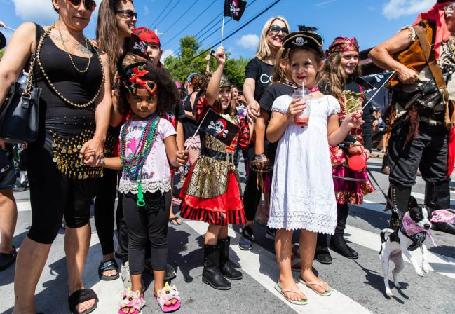 Parade kicks off Alex Bay's Pirate Days