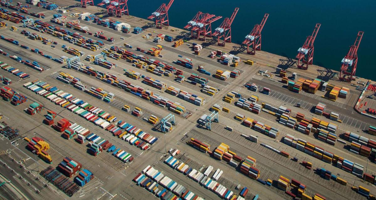 Bottlenecks clog container shipping industry