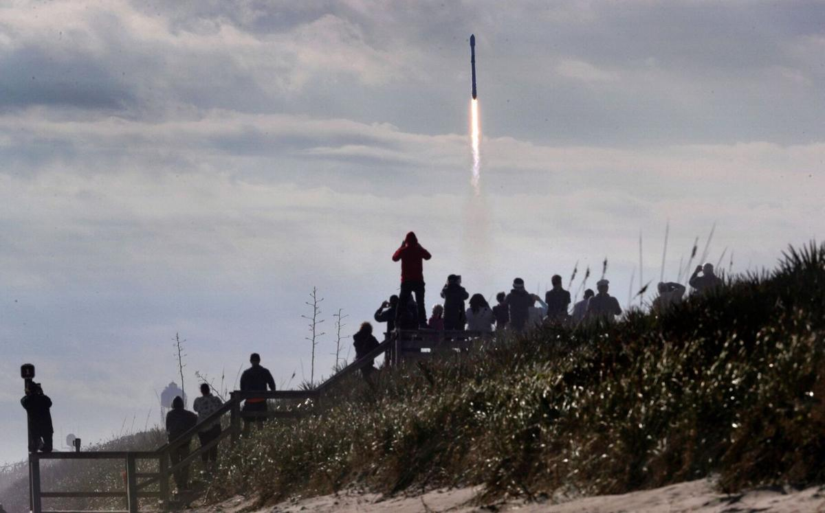 SpaceX Dragon returns to Earth