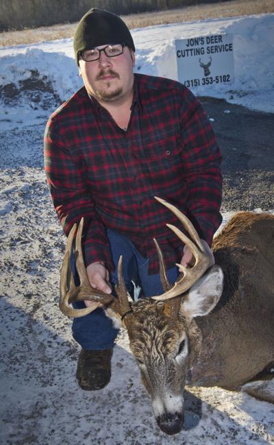 Hunter shoots 14-point buck in Massena area