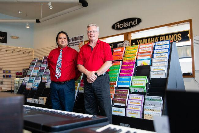 A new tune: music store becomes music teaching center (VIDEO