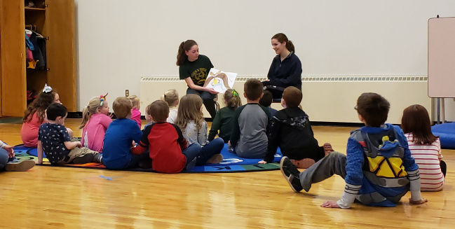 Older students and groups help to support reading program