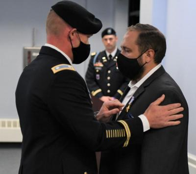 Retired soldier gets Silver Star in Drum ceremony