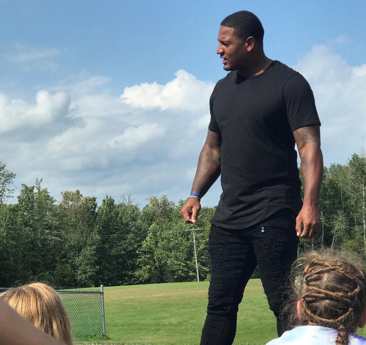 Ed Dickson visits APW Elementary School