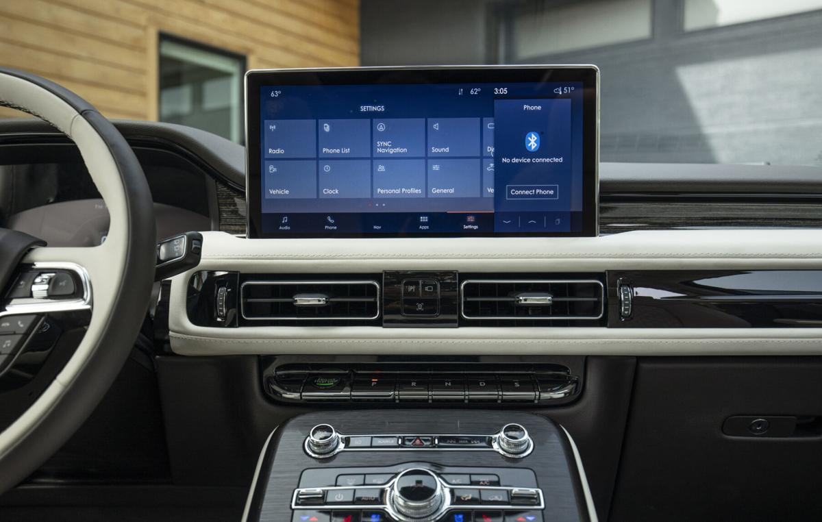 2021 Lincoln Nautilus adds big screen, colors, connectivity