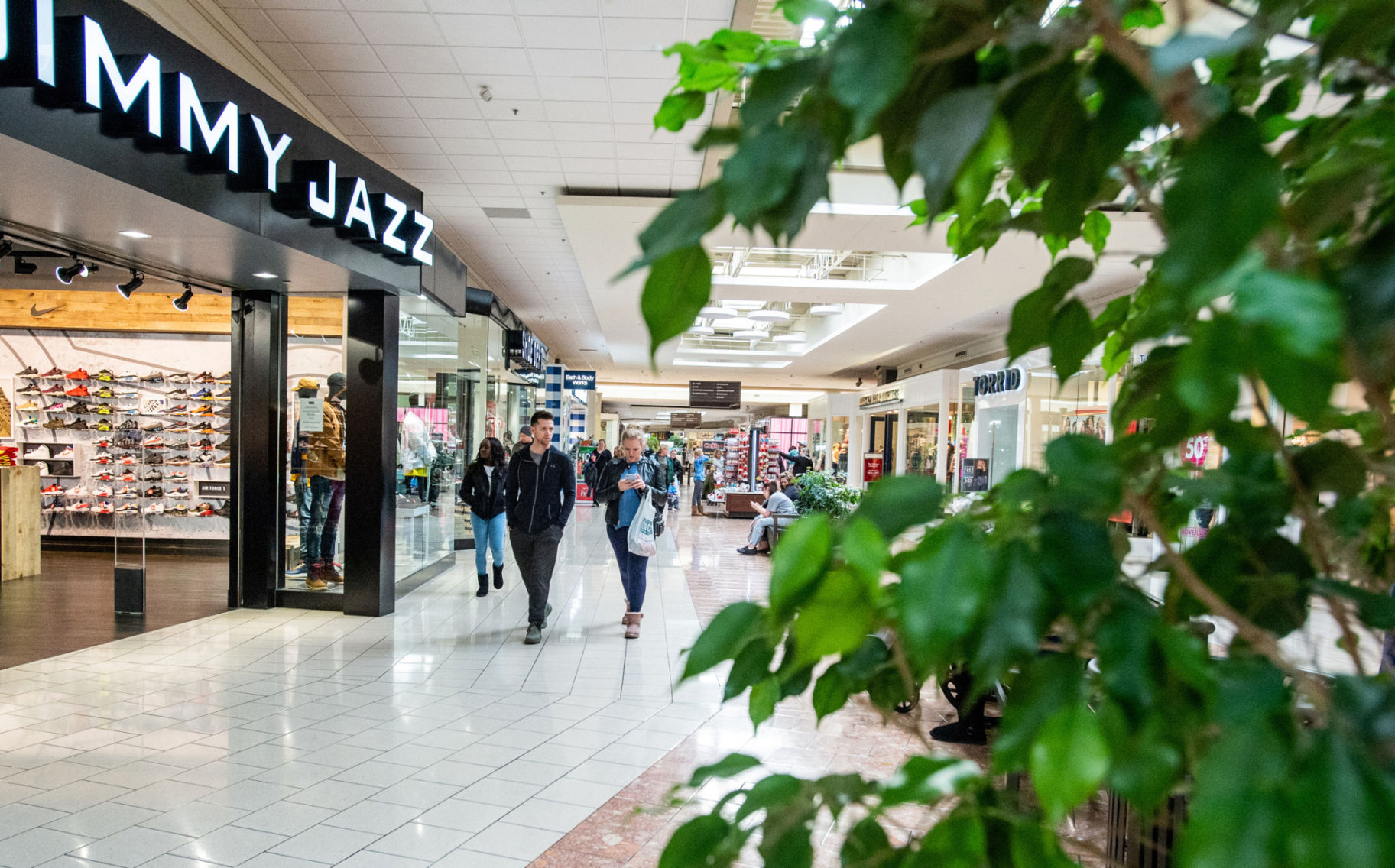 Salmon Run Mall opens with new hours