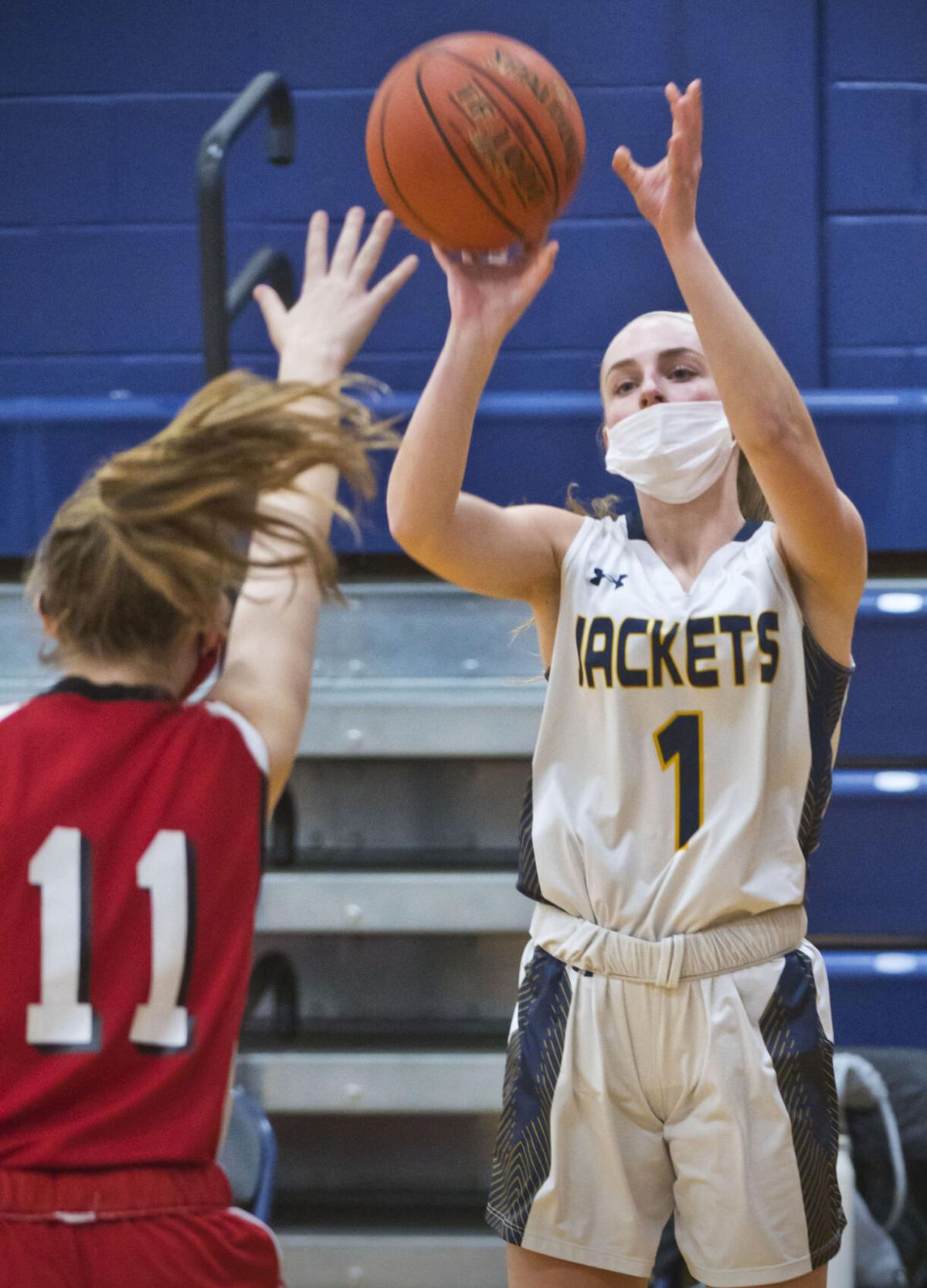 Plumley paces Yellowjackets to win