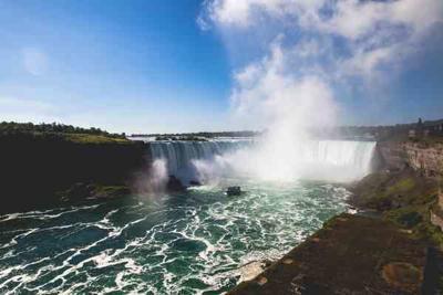 Man survives drop over Niagara Falls