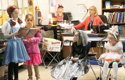 Minetto Elementary hosts Halloween-themed literacy night