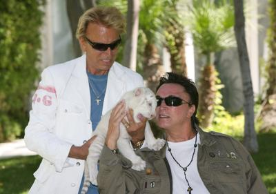 Roy Horn, of Siegfried & Roy, dies of complications related to coronavirus