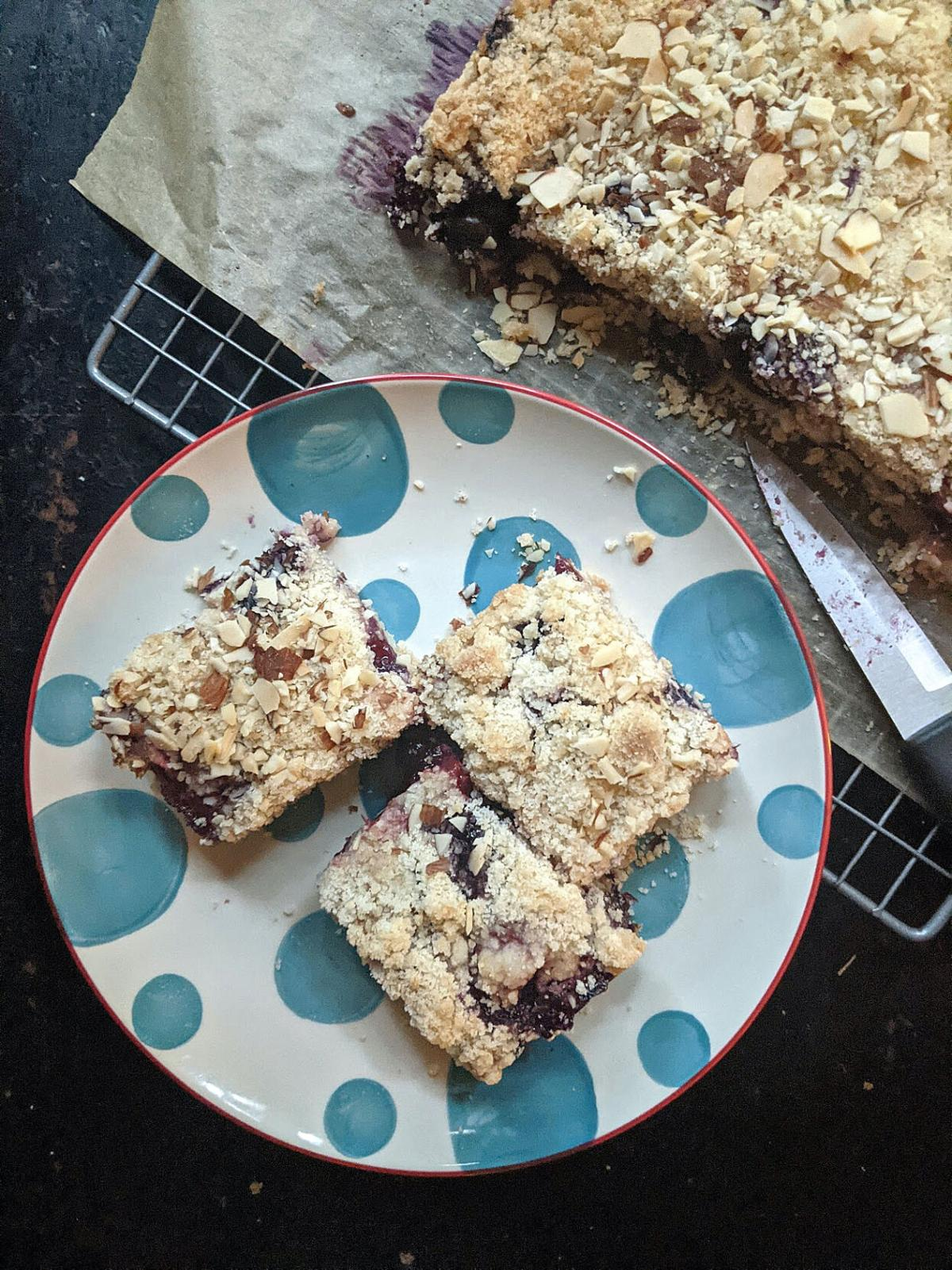 FOOD-STRAWBERRY-BLUEBERRY-CRUMBLE-BARS-2-PG