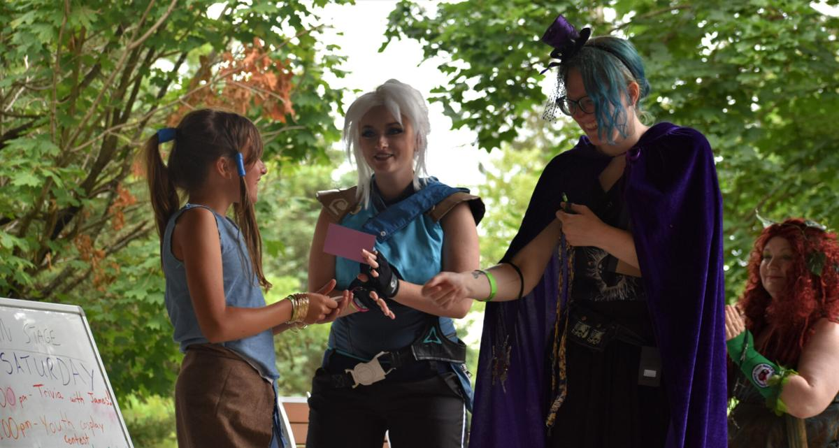 Comic-con gathering draws fans, cosplayers