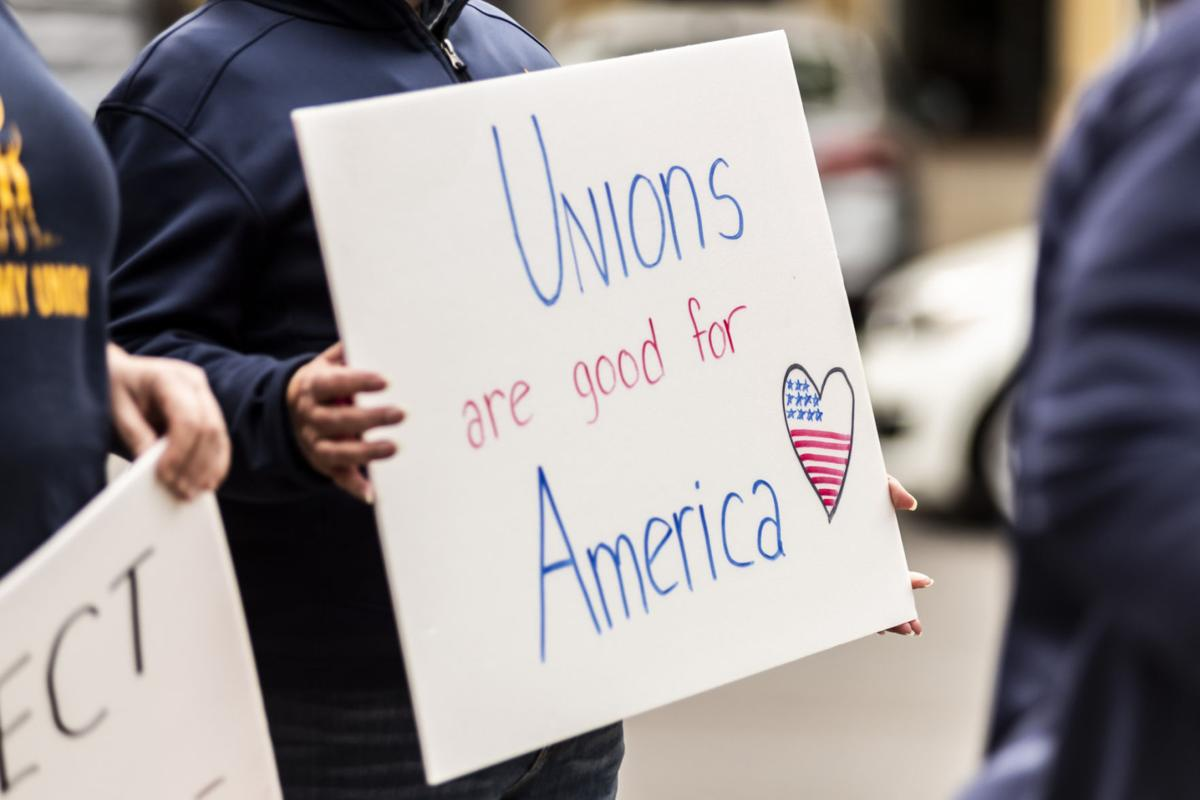 Citizens support federal workers