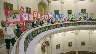 Appeals court temporarily restores restrictive Texas abortion law