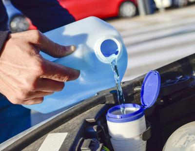 Adding stuff to windshield washer fluid: Good idea or not?