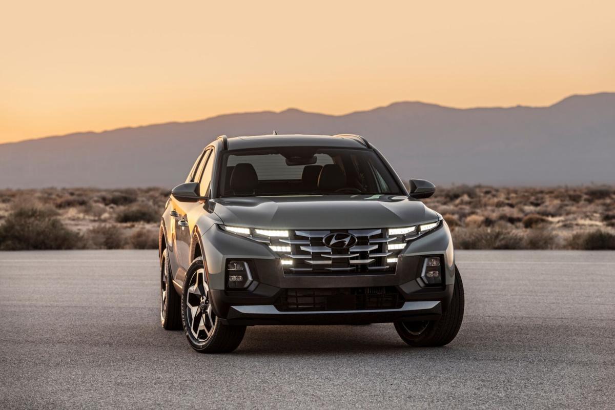 2022 Hyundai Santa Cruz compact pickup offers maneuverability, striking looks