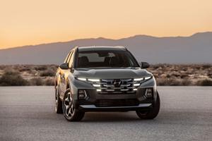 2022 Hyundai Santa Cruz compact pickup offers maneuverability, striking looks.