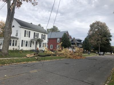 UPDATED: Windy conditions result in hundreds without power
